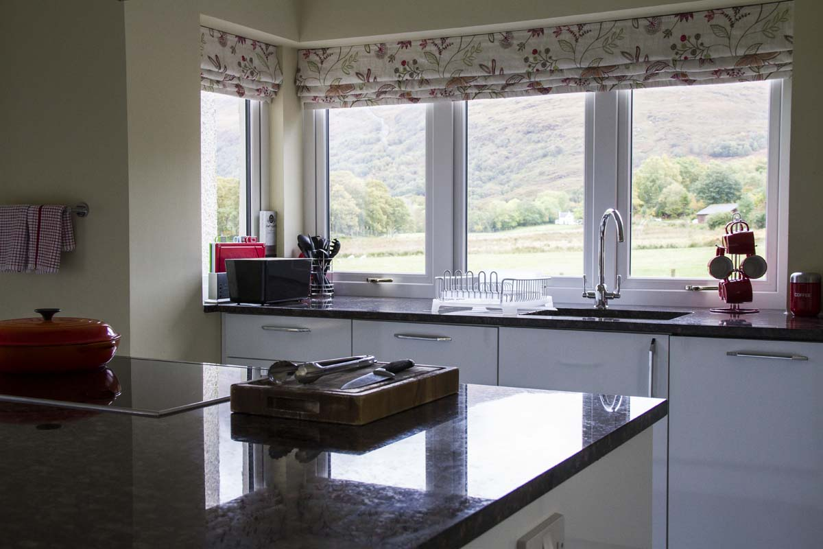 coopers-knowe-house-self-catering-sleeps-10-scotland-kitchen-2