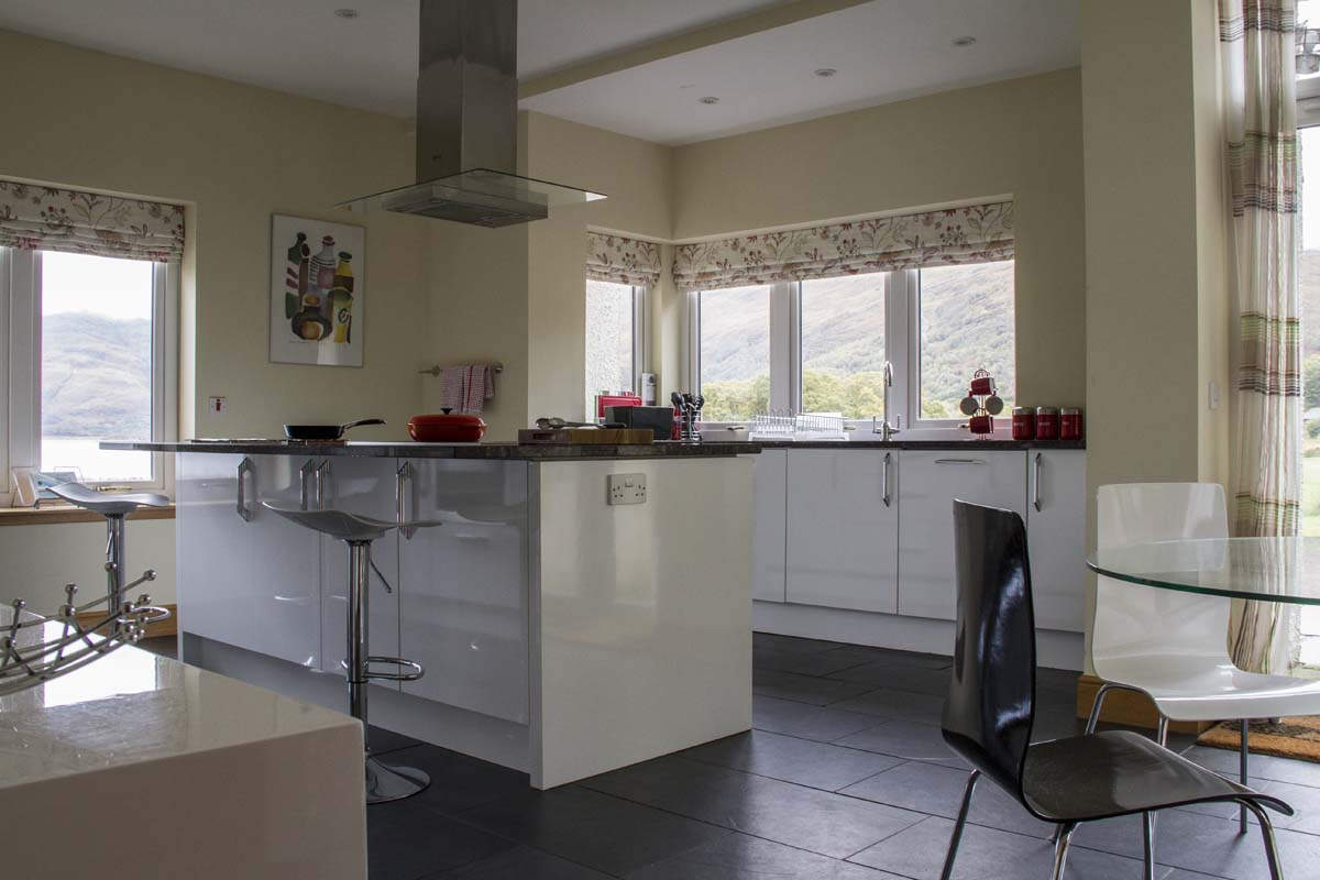 coopers-knowe-house-self-catering-sleeps-10-scotland-kitchen-3